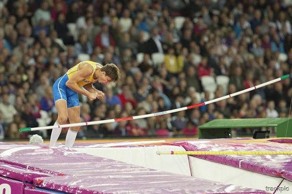 Armand Duplantis hyppäsi maailmanennätyksen!
