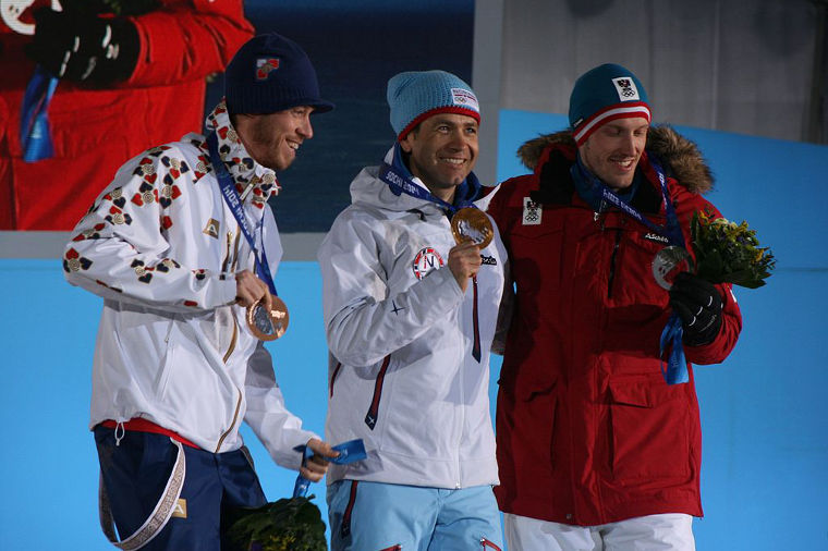 Sotshin olympialaisten ampumahiihdon miesten sprintin kärkikolmikko: 1. Ole Einar Björndalen (NOR) 2. Dominik Landertinger (AUT) 3. Jaroslav Soukup (CZE)