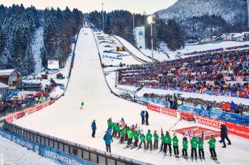 Kihelmöivä päätöskilpailu Bischofshofenissa – Puolalaiset kiinni mäkiviikon voitossa