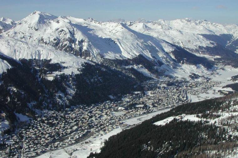 Davosin maailmancup hiihdetään kuvankauniissa maisemissa vuorten keskellä.