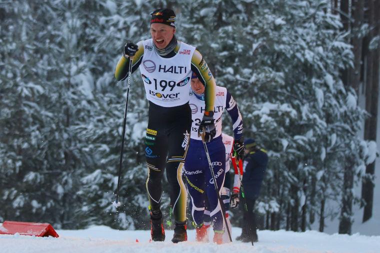 Iivo Niskanen SM-hiihtojen 15 km vapaan valtias Äänekoskella - veti lankomiehensä hopealle