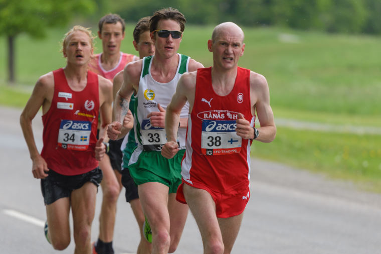 Miesten maratonin Suomen ennätys on Euroopan mestari Janne Holménin (oik.) nimissä.