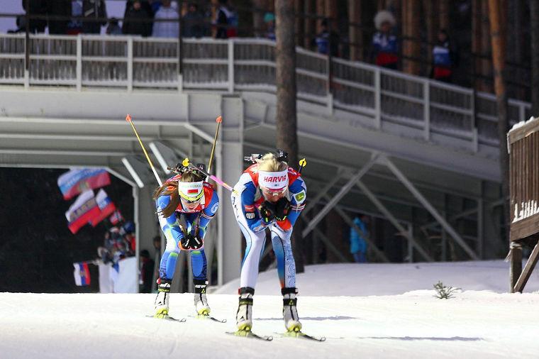 Naisten 15 km normaalimatka: Itsenäisyyspäivän kunniaksi nähdään kaikkien aikojen suomalainen ampumahiihtokilpailu?