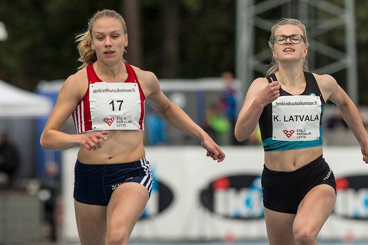"""Rakettimaisen nousun Suomen pikajuoksuhuipulle tehnyt Lotta Kemppinen testannee pian myös 400 metriä: """"Vähän on peloteltu nelosen viestillä"""""""