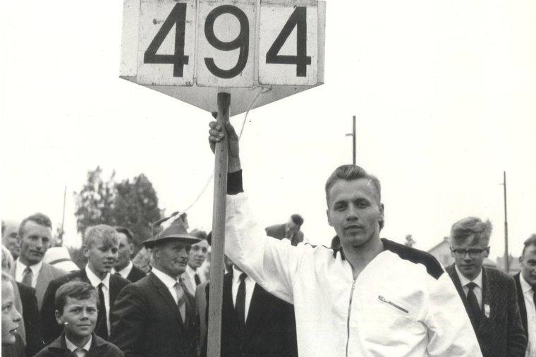 Kesäkuussa 1962 seiväshypyn ME:ksi 494 hypännyt Pentti Nikula voitti samana vuonna Kalevan kisojen kultaa Lappeenrannassa tuloksella 470.