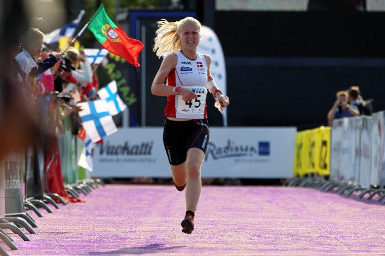 Tanskan Maja Alm on dominoinut naisten suunnistuksen MM-sprinttejä voittaen neljä viimeisintä sprinttikultaa. Kuva vuoden 2013 MM-kisojen sprintistä, jossa Alm jäi vielä ilman mitalia.