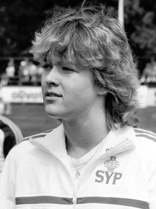 Tiina Lillak ylitti Lappeenrannan Kalevan kisoissa 1980 ensimmäisenä suomalaisnaisena keihäänheitossa 60 metriä.