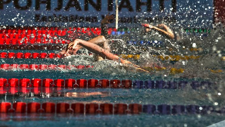 Pystyykö Ida Hulkko aamuyöllä tähän harvinaiseen temppuun? Suomalaisia nähty vain yhdeksän kertaa uinnin olympiafinaalissa