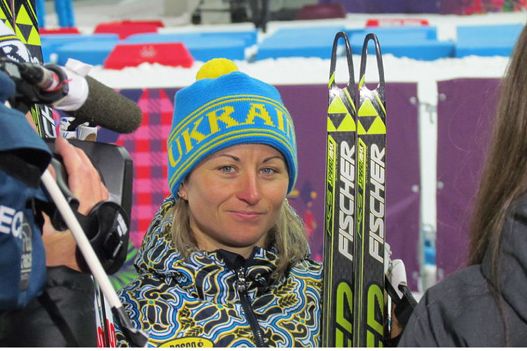 Ukraina voitti naisten ampumahiihtoviestin Sotshin olympialaisissa 2014. Kuvassa kolmannen osuuden viestinviejä Valentina Semerenko.