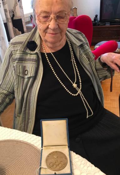 Lydia Wideman ja Oslon kultamitali. (Kuva: Jari Porttila)