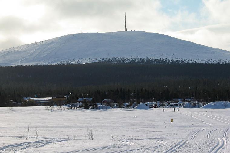 Ylläs-Levi-hiihto 2019 starttasi Ylläs-tunturin kupeesta Ylläsjärven puolelta.